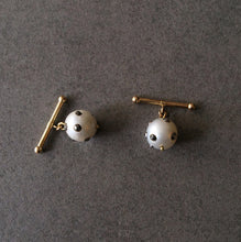 Load image into Gallery viewer, Barbell White Baroque Pearl Cuff Links in 18K Gold