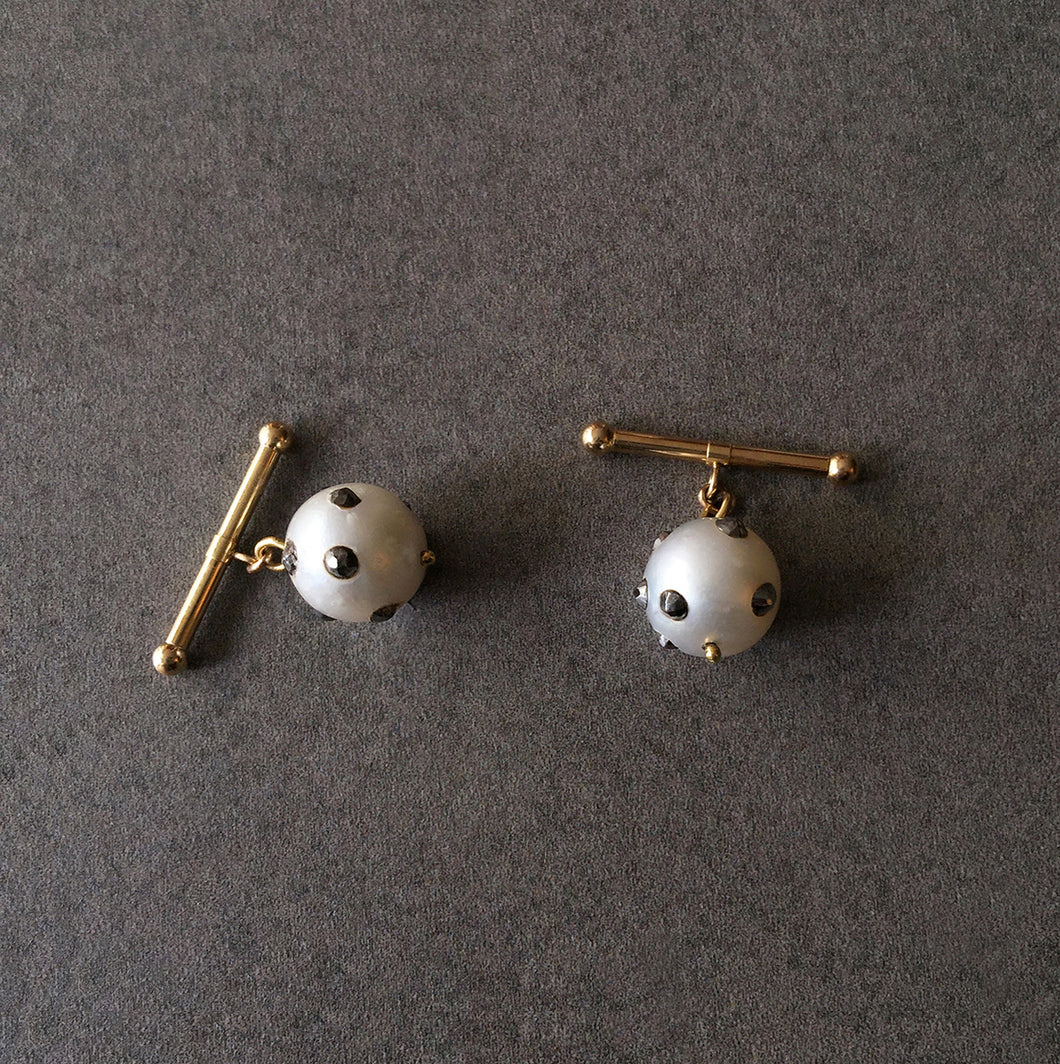 Barbell White Baroque Pearl Cuff Links in 18K Gold