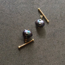 Load image into Gallery viewer, Barbell Black Baroque Pearl Cuff Links in 18K Gold