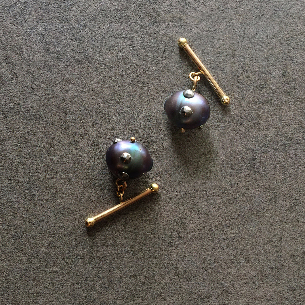 Barbell Black Baroque Pearl Cuff Links in 18K Gold