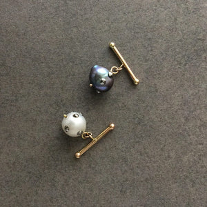 Barbell Mixed Baroque Pearl Cuff Links in 18K Gold
