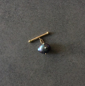 Single Barbell Black Baroque Pearl Cuff Link in 18K Gold