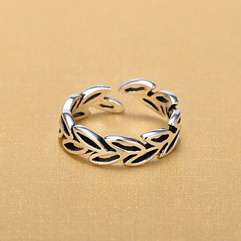 Hollow Leaves Ring