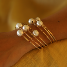Load image into Gallery viewer, White Edison Pearl Bangle