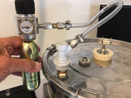 Checking pressure condition during the brewing