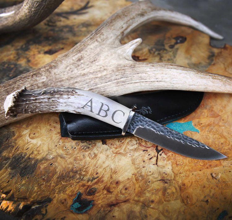 CUSTOMIZED STAGHEAD DESIGNS KNIFE - 4.5in HAMMERED BLADE & ANTLER HANDLE -  Custom Rings Handcrafted By Staghead Designs