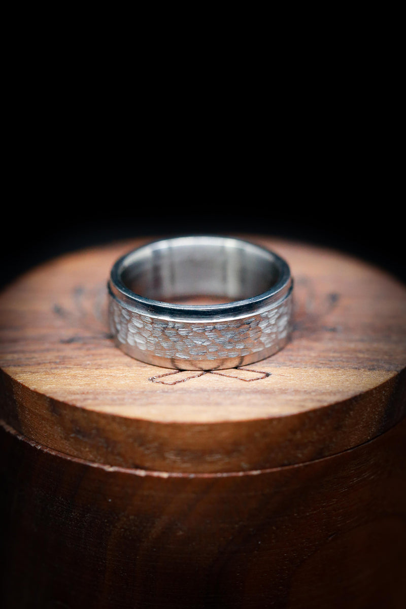 TITANIUM WEDDING BAND WITH A RAISED & HAMMERED CENTER PIECE (available in titanium, silver, black zirconium, damascus steel & 14K white, rose or yellow gold)