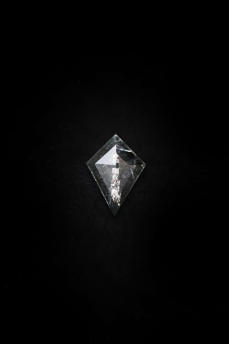 "NEW - ""Freya"" 8.5 x 12 Kite Salt and Pepper Diamond"