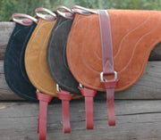 Bareback pads in four colours with leather straps
