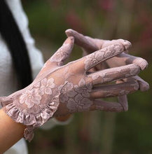 Load image into Gallery viewer, women's Lace sunscreen gloves