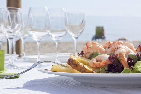 Marbella La Ola Beach Restaurant (Lunch & Unlimited Drinks) - Very Into Partying