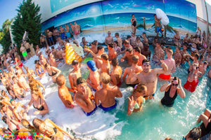Albufeira´s Pool Party - Very Into Partying