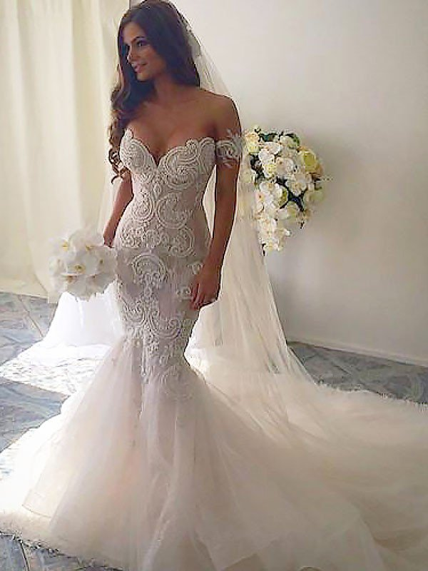 This Sleeveless Mermaid Tulle Chapel Train Wedding Dresses at ballbella.com will make your guests say wow. The Off-the-shoulder bodice is thoughtfully lined, and the skirt with to provide the airy.
