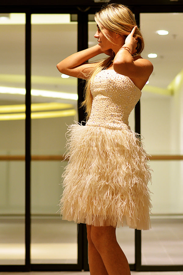 A-line Strapless Knee Length Tulle Feather Homecoming Dress