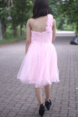 A-line One-shoulder Knee Length Tulle Handmade Flower Homecoming Dress