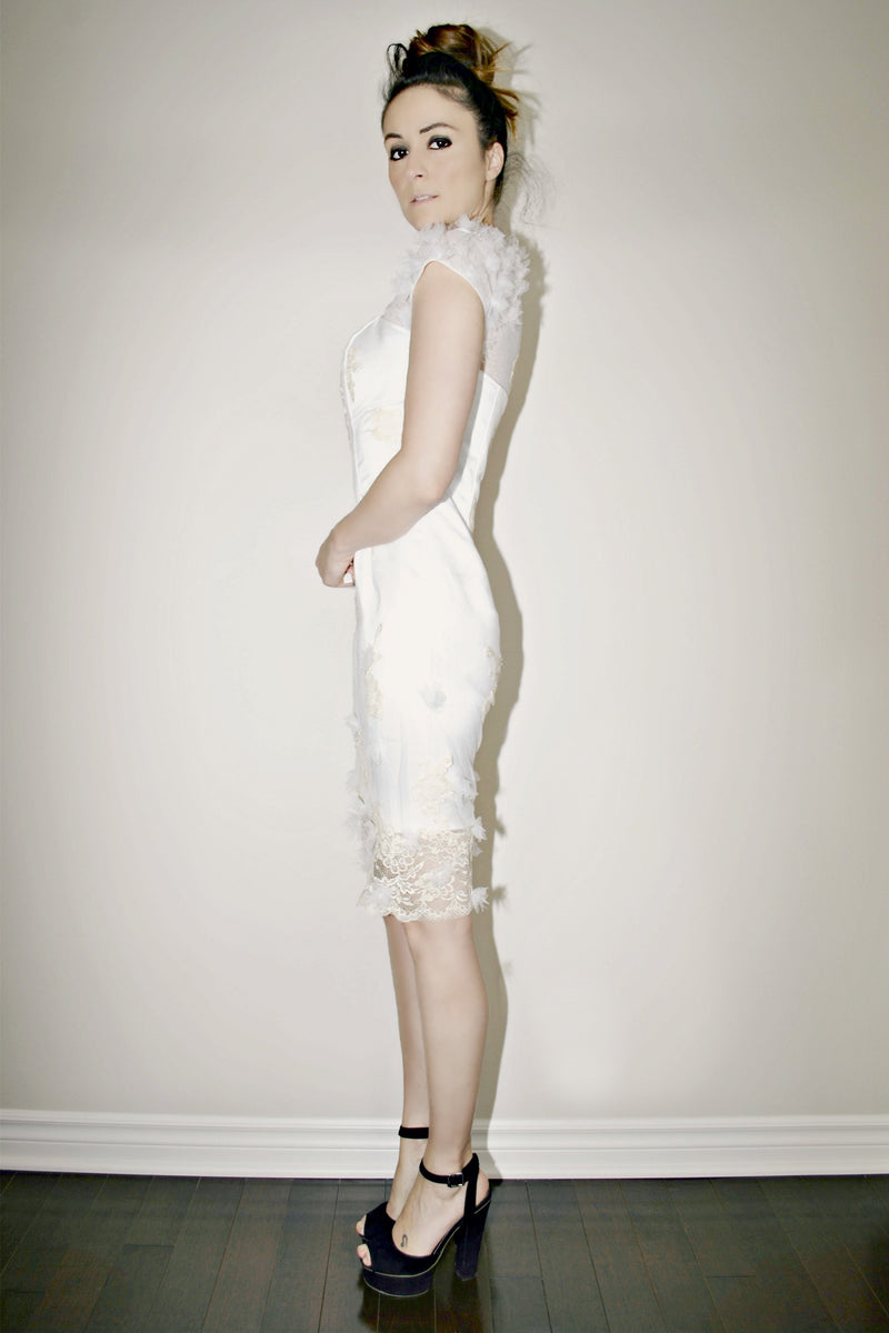 Sheath Round Collar Knee Length Shorts Sleeve Tulle Lace Wedding Dress