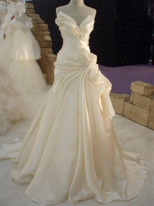 Ballbella custom made you a-line Ruffless wedding dress in high quality at factory price, saving your money and making you shinning at your party.