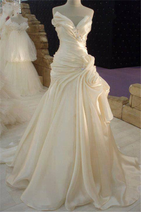 Ruffless Cream Satin Wedding Dress with Beadings Classic Long Bridal Dress