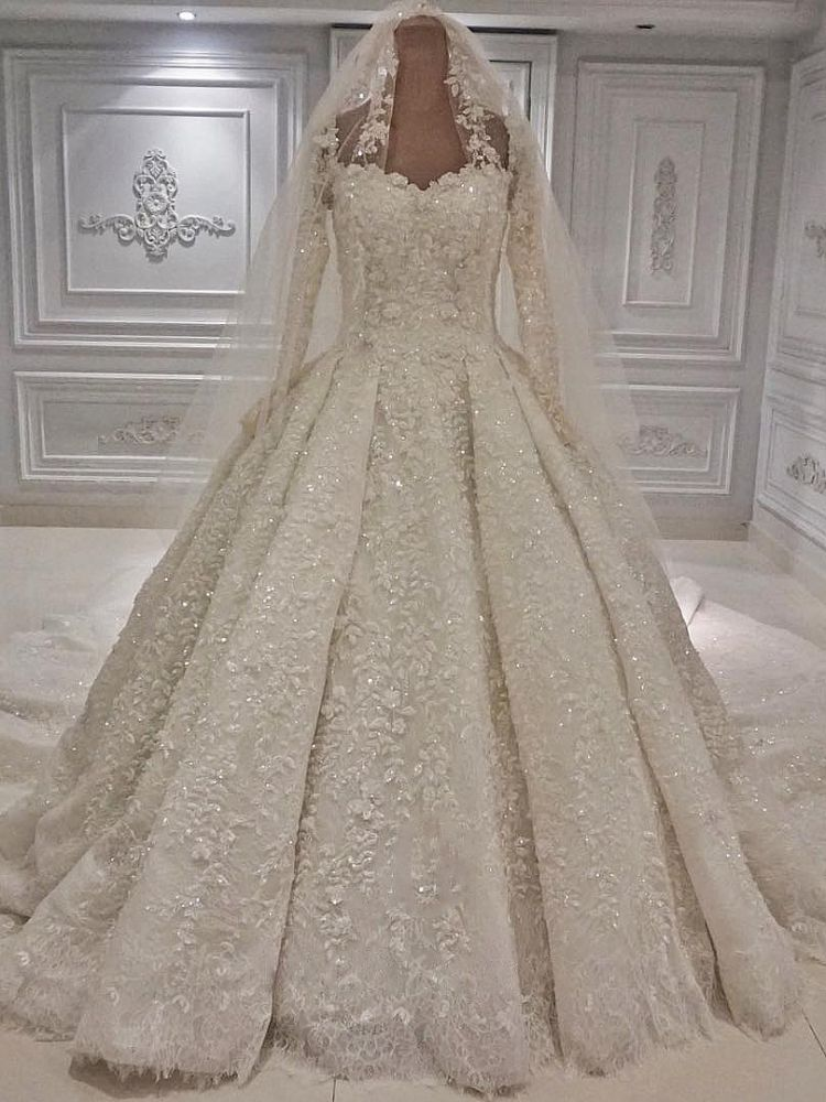 Ballbella offers Expensive Lace Appliques Long Sleevess Ball Gown Wedding Dress online at an affordable price from to Ball Gown skirts. Shop for Amazing Long Sleeves wedding collections for your big day.