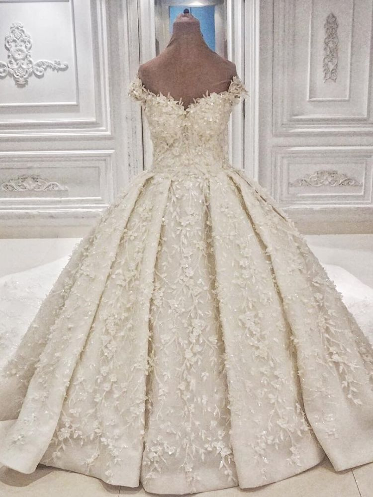 Ballbella offers Cap sleeves Off-the-shoulder Lace Appliques Ball Gown Wedding Dress online at an affordable price from to Ball Gown skirts. Shop for Amazing wedding collections for your big day.