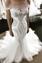 Ballbella.com supplies you Off-the-shoulder Strapless Mermaid Lace Wedding Dress at reasonable price. Fast delivery worldwide.