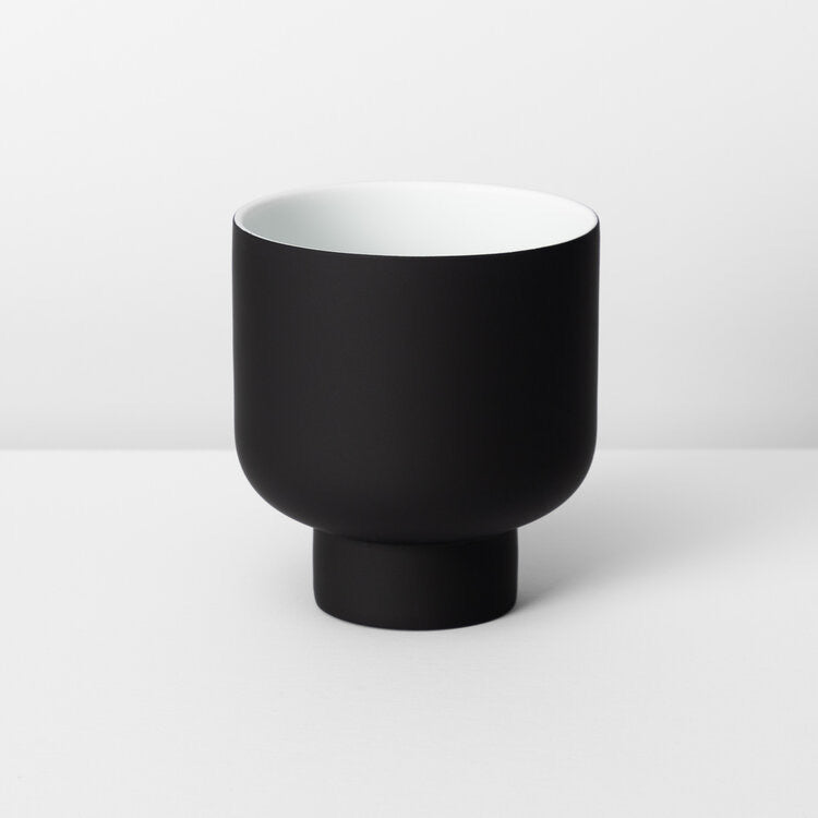 Fergus Planter Medium Black