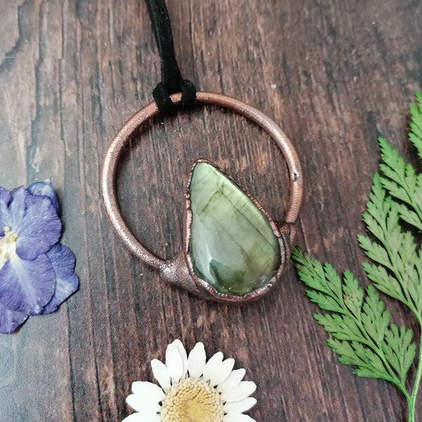 Green Teardrop Labradorite Copper Necklace