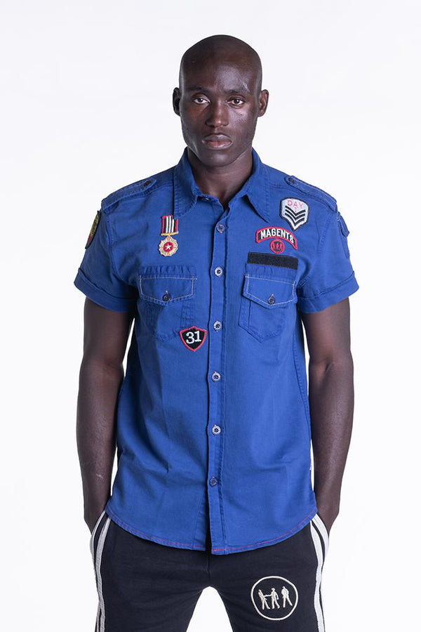 BADGE SHIRT IN COBALT