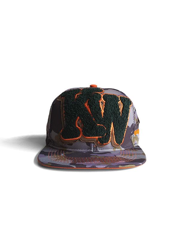 KW CAMO AOP FITTED FLAT PEAK CAP - CAMO - magents