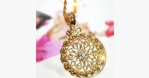 Glass Magnifier Flower Pendant Necklace - FREE SHIP DEALS
