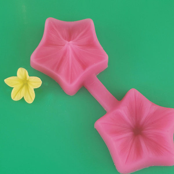 Making Filler Fondant Flower with the petunia mould step 3