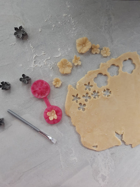 making flowers with pastry