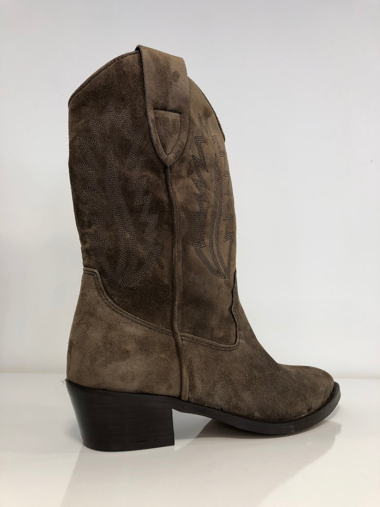 Alpe, brown suede cowboy boot