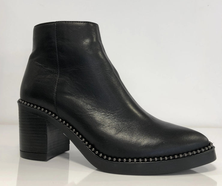 Alpe, black leather ankle boots