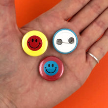 Load image into Gallery viewer, SMILEY Pinback Buttons