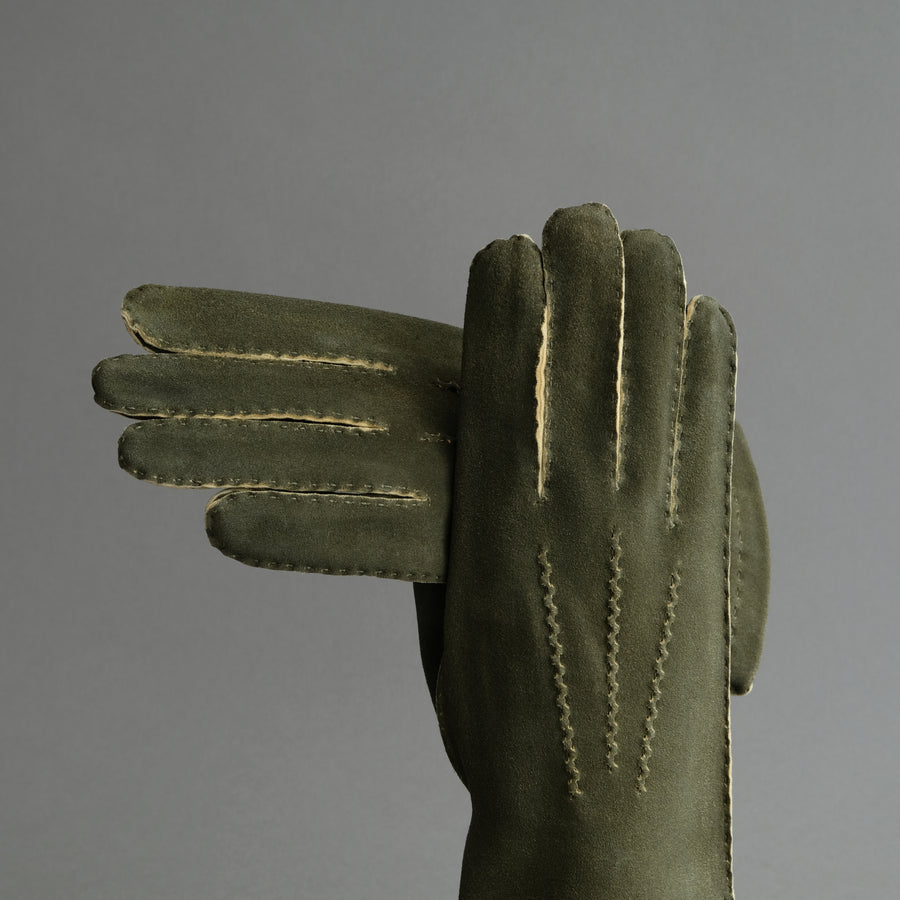 Gentlemen's Hand Sewn Unlined Gloves from Green Doeskin