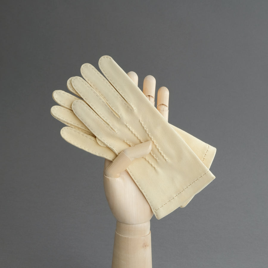Ladies Hand Sewn Gloves From Unlined Doeskin