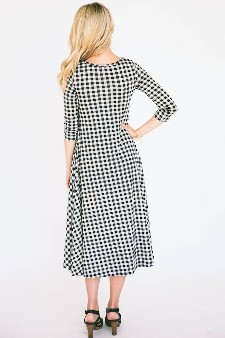 Stylish Cotton White And Black Full Sleves Checked Drees For Women