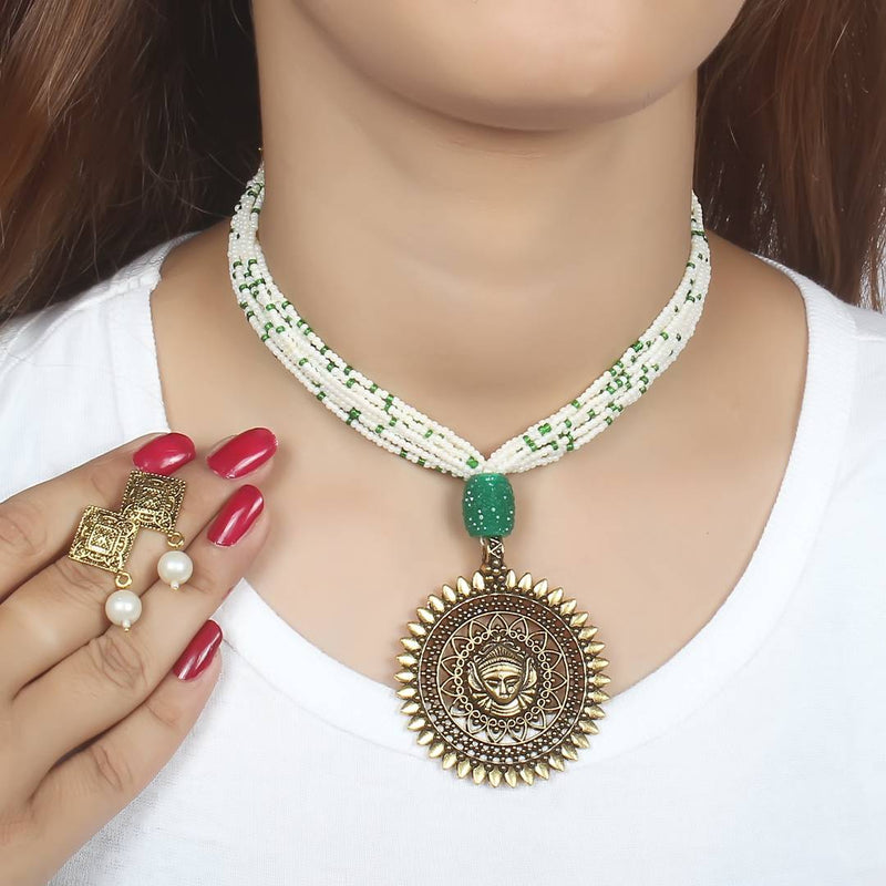 Beautiful Chid Necklace With Round Pendal For Women's