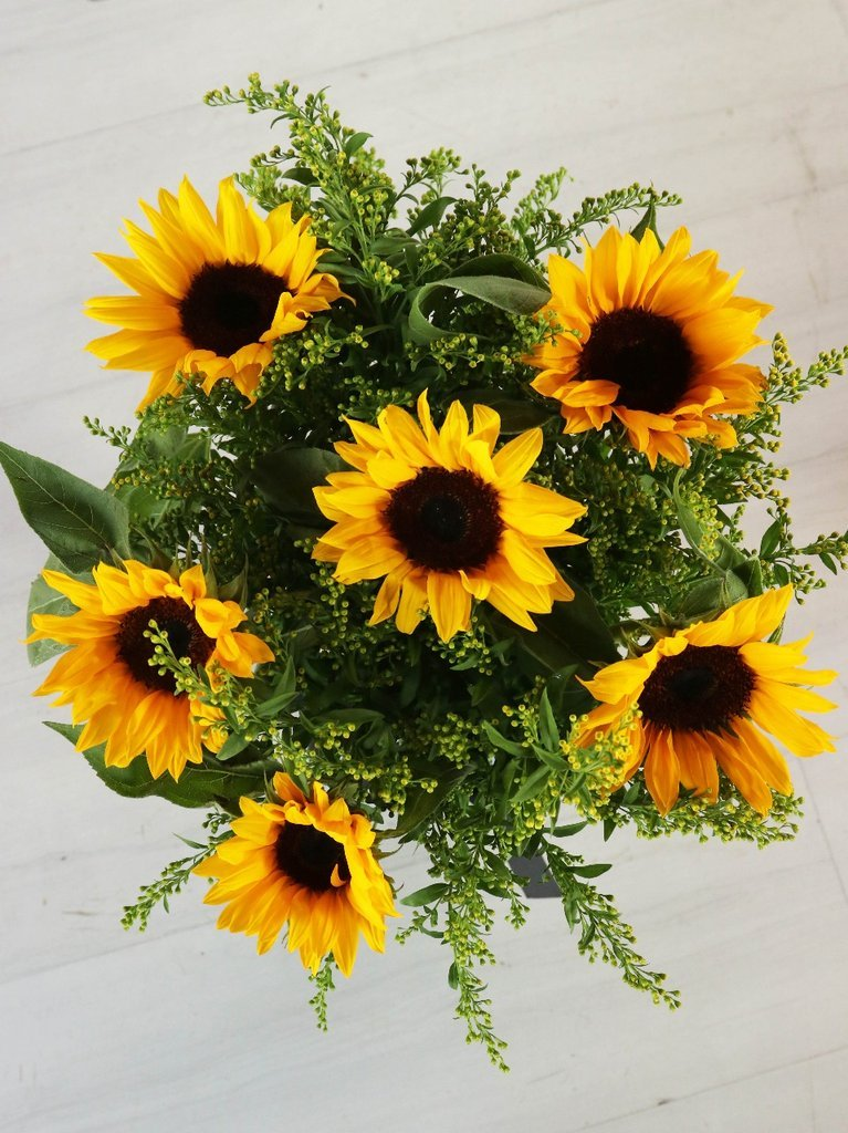 Sunflowers in a Vase (25% Extra Free)