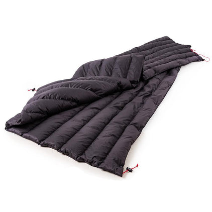 Cloud Cover hydrophobic down quilt for camping in black