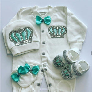 First baby pictures outfit
