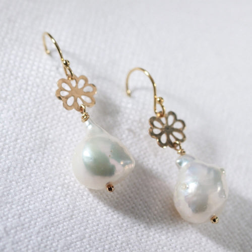 Baroque Pearl and hammered flower Earrings in 14 kt Gold Filled