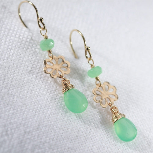 Chrysoprase and hammered flower Earrings in 14 kt Gold Filled