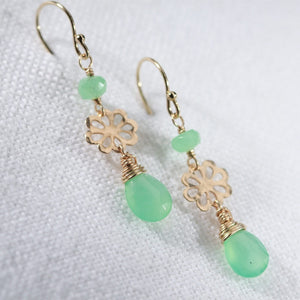 Chalcedony and hammered flower Earrings in 14 kt Gold Filled