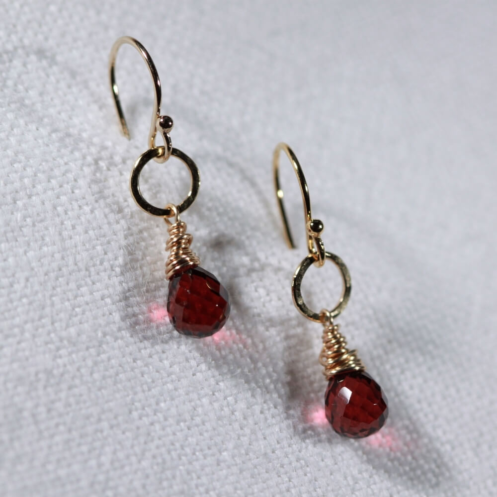 Garnet and hammered circle Earrings in 14 kt Gold Filled