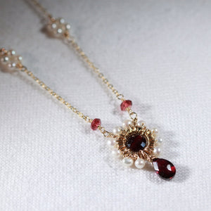 Garnet Briolette and pearl Pendant Necklace in 14 kt Gold-Filled