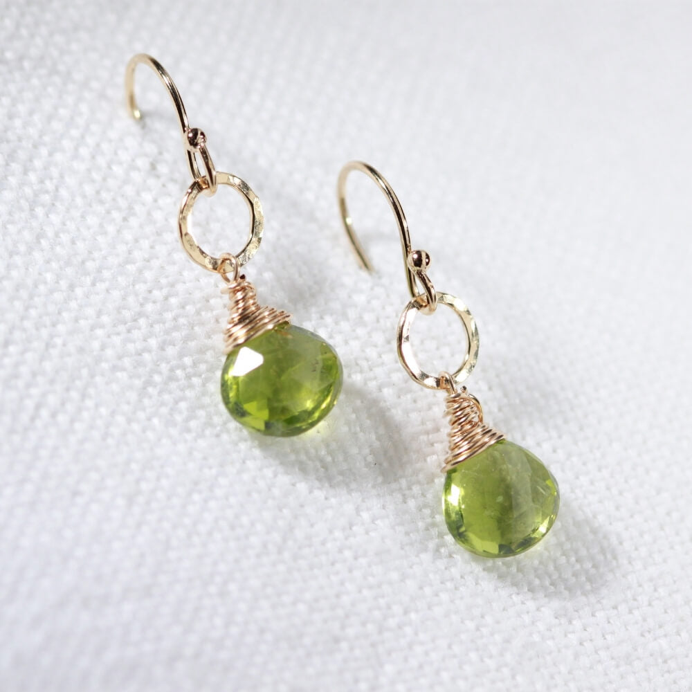 Peridot and hammered circle Earrings in 14 kt Gold Filled