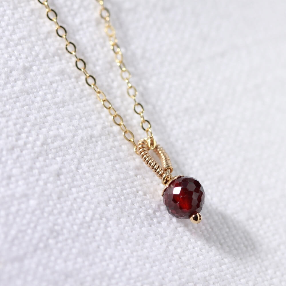 Garnet gemstone pendant Necklace in 14 kt Gold-Filled