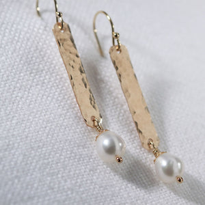Freshwater pearl and Hammered bar earrings in 14kt gold filled